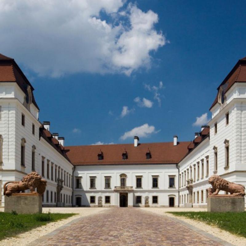 帕波市的埃施特哈齐宫殿旅游景点的多媒体体验终端